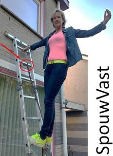 Met de SpouwVast kun je snel je ladder of (rol)steiger zekeren aan de gevel.